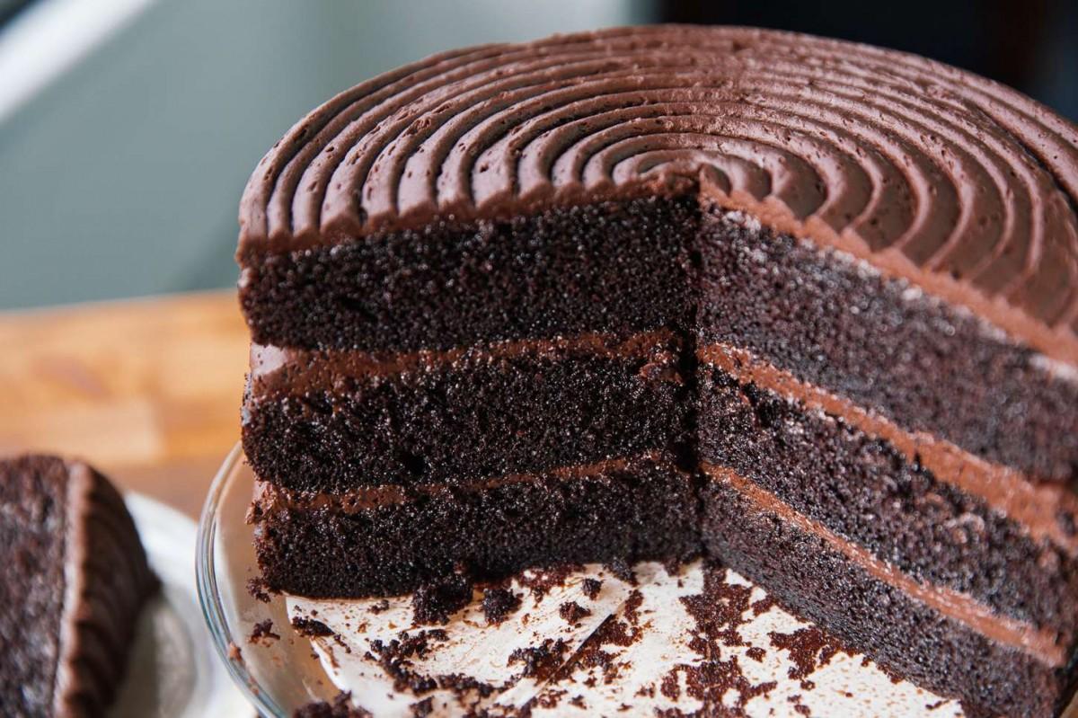 Bizcocho de chocolate fácil con cacao en polvo